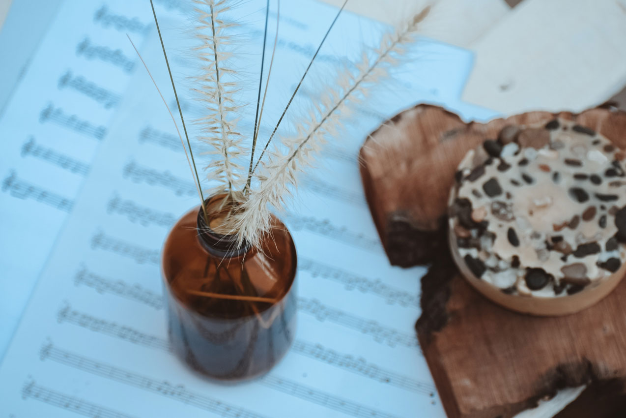 jar and music notes 5